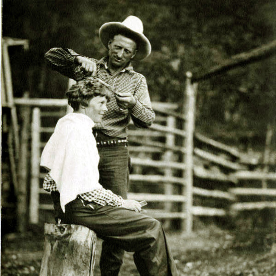 Carl M. Dunrud giving Amelia Earhart a haircut, Double D Dude Ranch, 1934.